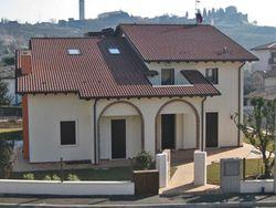 Villa con giardino e terreno edificabile - Lotto 1162 (Asta 1162)