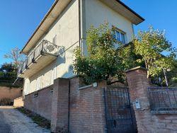 Appartamento su due piani con garage - Lotto 11663 (Asta 11663)