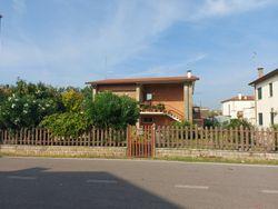 Nuda proprietà di casa indipendente con ampio giardino - Lotto 11706 (Asta 11706)