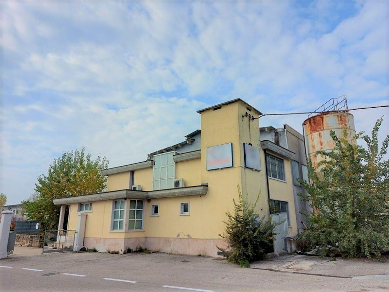 #11738 Complesso con 2 capannoni, uffici oltre piazzali di deposito in vendita - foto 1