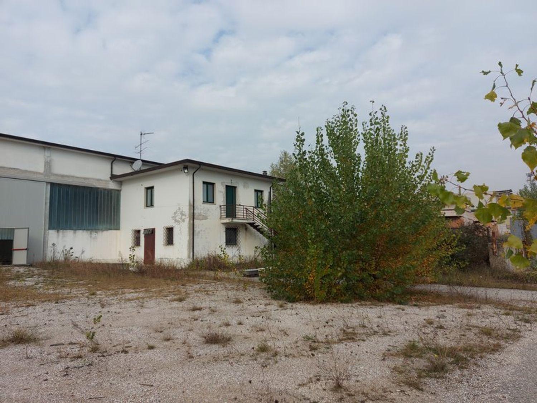 #11738 Complesso con 2 capannoni, uffici oltre piazzali di deposito in vendita - foto 12