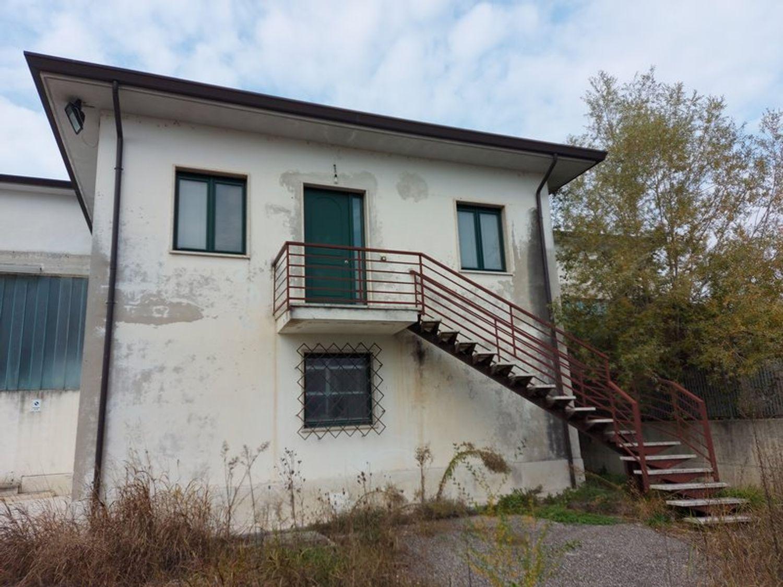 #11738 Complesso con 2 capannoni, uffici oltre piazzali di deposito in vendita - foto 13
