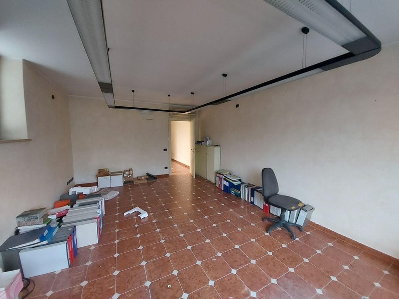 #11738 Complesso con 2 capannoni, uffici oltre piazzali di deposito in vendita - foto 17