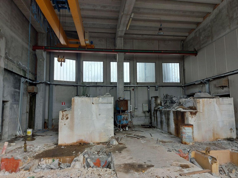 #11738 Complesso con 2 capannoni, uffici oltre piazzali di deposito in vendita - foto 19