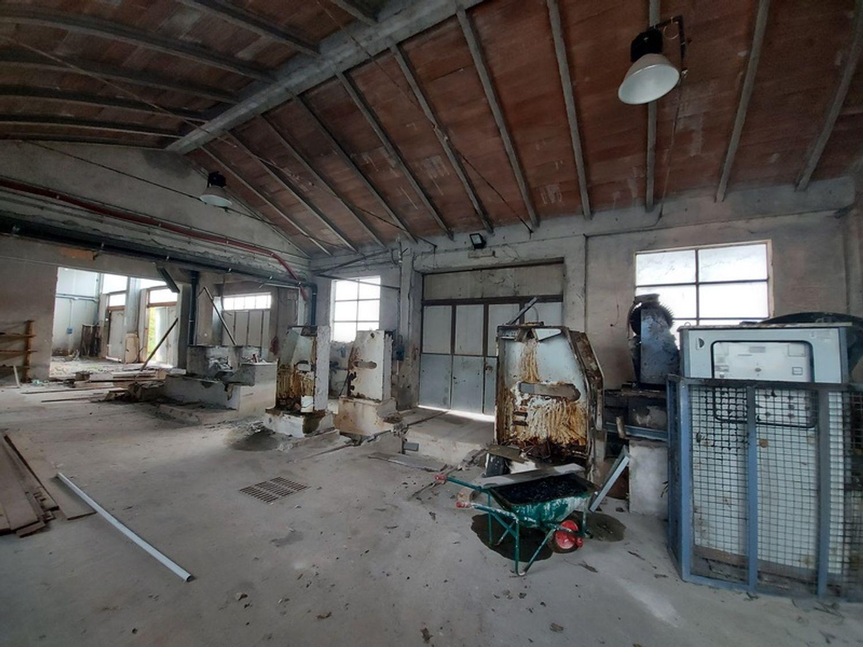 #11738 Complesso con 2 capannoni, uffici oltre piazzali di deposito in vendita - foto 21