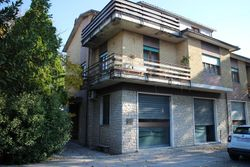 House consisting of   apartments divided on two levels - Lot 11752 (Auction 11752)