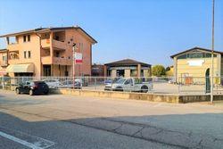 Complesso commerciale con garage e magazzini - Lotto 11761 (Asta 11761)