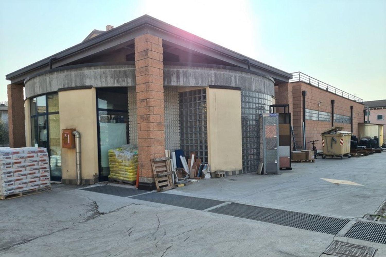 #11761 Complesso commerciale con garage e magazzini in vendita - foto 4