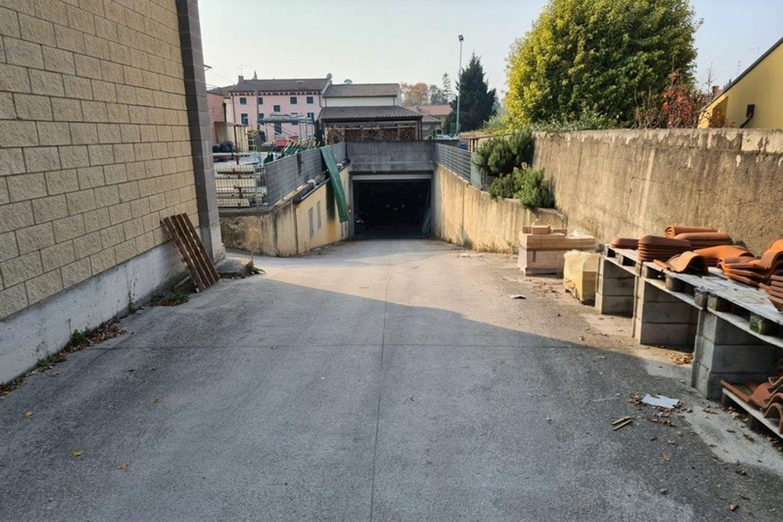 #11761 Complesso commerciale con garage e magazzini in vendita - foto 9