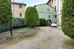 Cortile con scala di palazzo in centro storico - Lotto 11764 (Asta 11764)