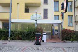 Negozio e corte (sub 8) in condominio Il Borgo