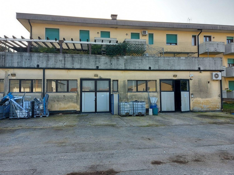 #11861 Negozi con depositi e parcheggi in vendita - foto 7