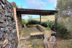 Dammuso arredato con terrazzo e terreno agricolo - Lotto 11885 (Asta 11885)