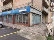 Immagine n1 - Negozio in angolo al piano terra con magazzino - Asta 11914