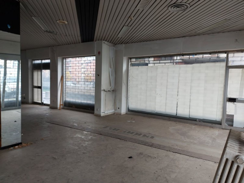 #11914 Negozio in angolo al piano terra con magazzino in vendita - foto 5