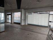 Immagine n4 - Negozio in angolo al piano terra con magazzino - Asta 11914