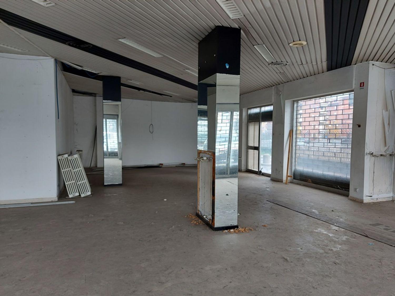 #11914 Negozio in angolo al piano terra con magazzino in vendita - foto 6