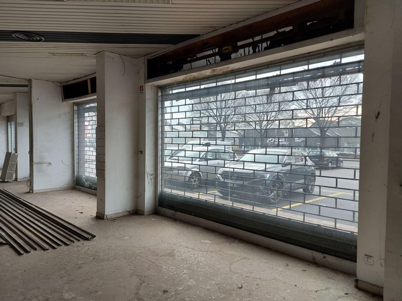 #11914 Negozio in angolo al piano terra con magazzino in vendita - foto 8