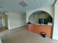 Immagine n2 - Unità adibita ad ufficio in ampio complesso e 10 posti auto - Asta 11949