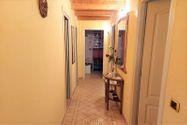 Immagine n3 - Casa su tre piani con giardino in bifamiliare - Asta 11960
