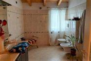 Immagine n5 - Casa su tre piani con giardino in bifamiliare - Asta 11960