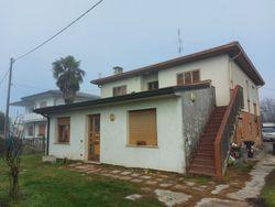 Appartamento al piano terra di abitazione bifamiliare