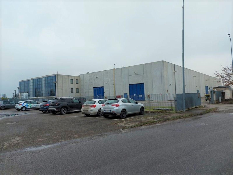 #12087 Porzione di complesso industriale con uffici in vendita - foto 1