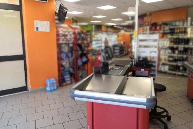 #12116 Ampio locale commerciale in vendita - foto 2