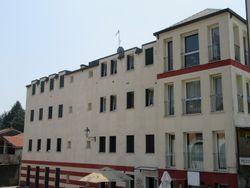 Due appartamenti e tre posti auto in complesso residenziale