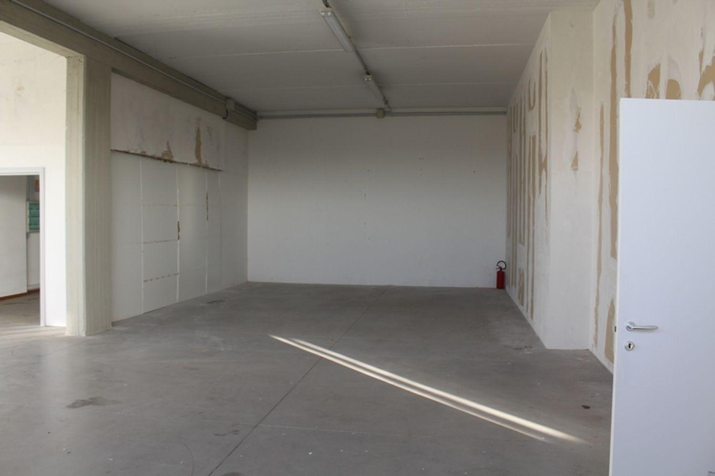 #12160 Magazzino piano primo con montacarichi in vendita - foto 3