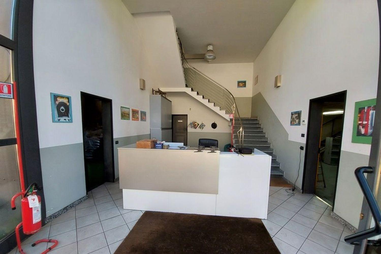 #12201 Capannone con blocco uffici e carri ponte in vendita - foto 3