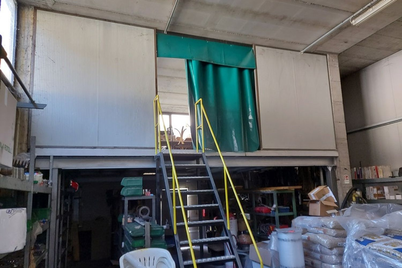 #12201 Capannone con blocco uffici e carri ponte in vendita - foto 4