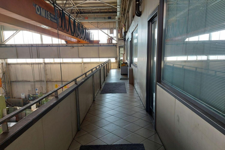 #12201 Capannone con blocco uffici e carri ponte in vendita - foto 6