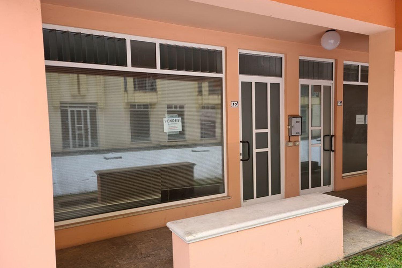 #12294 Negozio e magazzino in zona residenziale in vendita - foto 1
