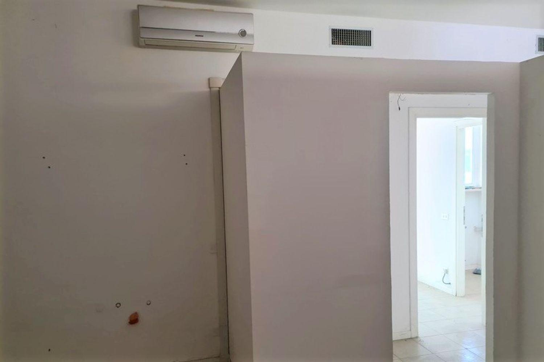 #12294 Negozio e magazzino in zona residenziale in vendita - foto 5