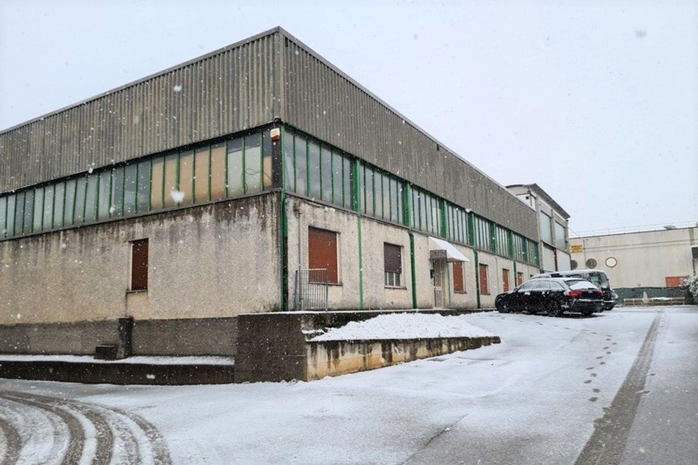 #12295 Capannone industriale con due laboratori in vendita - foto 1