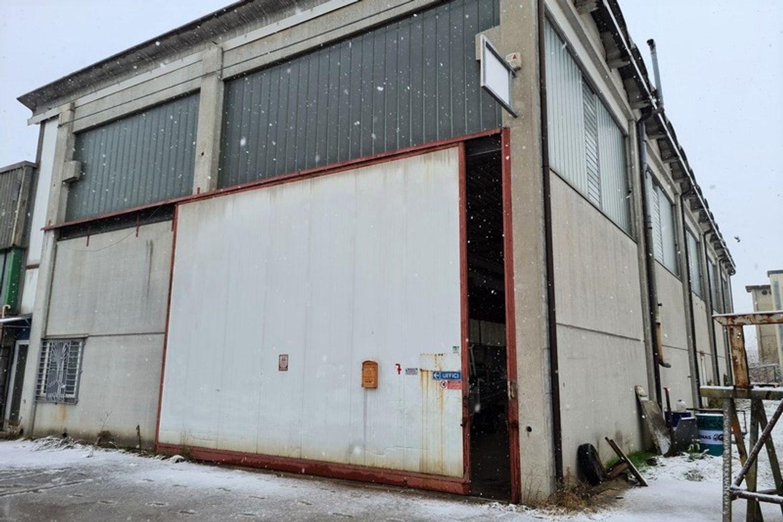 #12295 Capannone industriale con due laboratori in vendita - foto 2