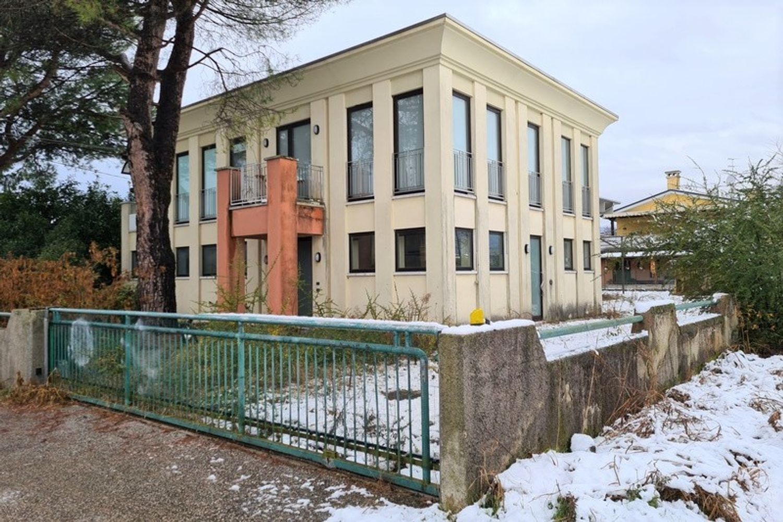 #12296 Edificio produttivo con deposito e alloggio in vendita - foto 1
