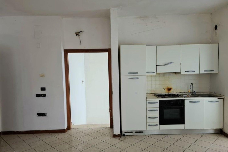 #12296 Edificio produttivo con deposito e alloggio in vendita - foto 6