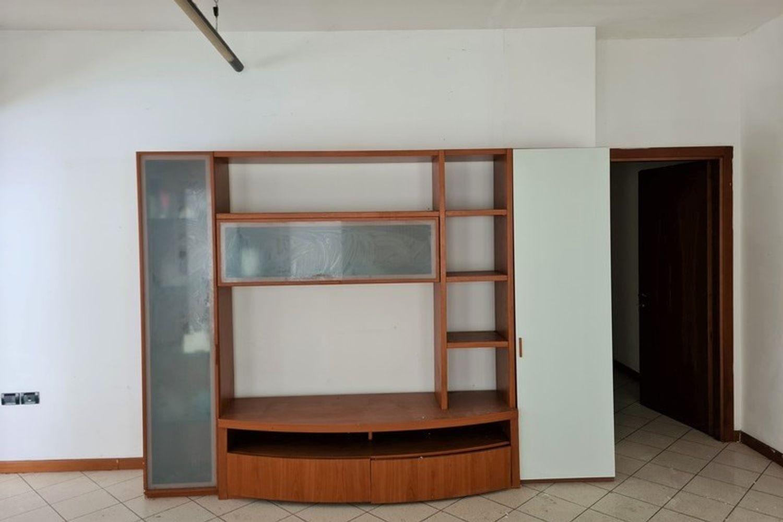 #12296 Edificio produttivo con deposito e alloggio in vendita - foto 7