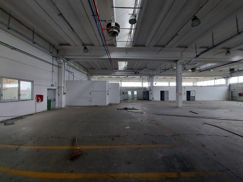 #12309 Capannone industriale con ampia area pertinenziale in vendita - foto 8