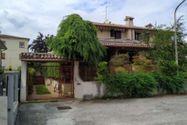 Immagine n0 - Quota 1/2 di due appartamenti con garage - Asta 12372