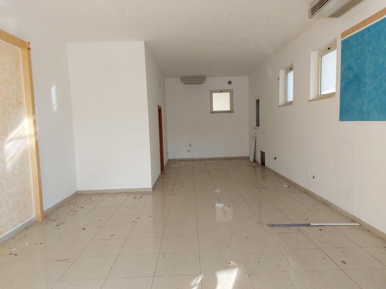 #12411 Negozio con garage in vendita - foto 1