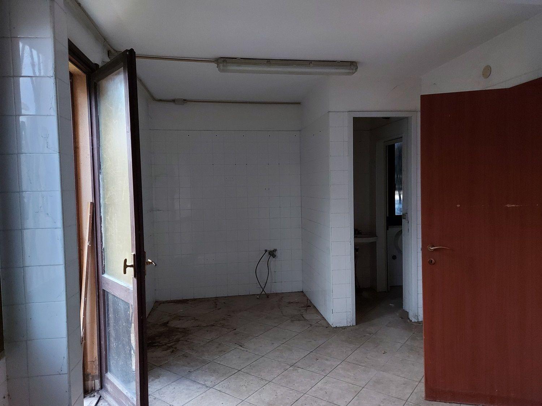 #12423 Negozio con deposito in vendita - foto 3