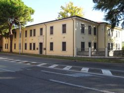 Office complex with courtyard and garage exclusive - Lote 1247 (Subasta 1247)