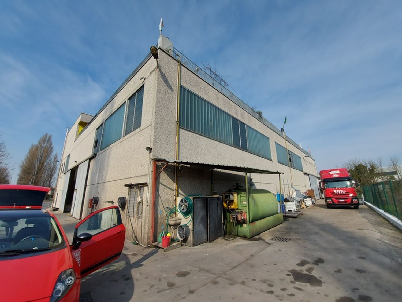 #12506 Capannone con uffici ed appartamento in vendita - foto 6