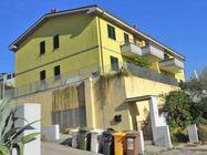 Immagine n0 - Appartamento al piano primo (sub 8) e box auto - Asta 1253