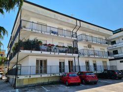 Quattro appartamenti e un locale commerciale - Lotto 12718 (Asta 12718)