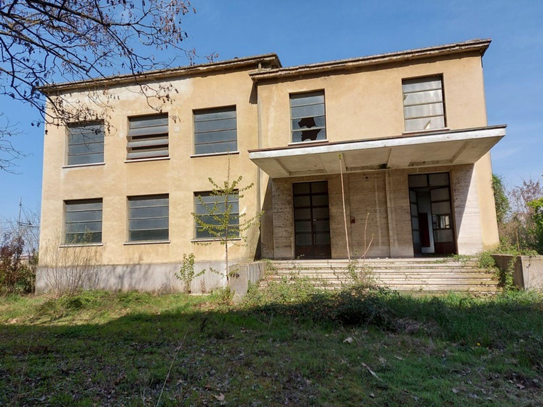 #12774 Complesso immobiliare da ristrutturare con area di pertinenza annessa in vendita - foto 1