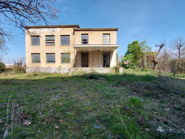 #12774 Complesso immobiliare da ristrutturare con area di pertinenza annessa in vendita - foto 2